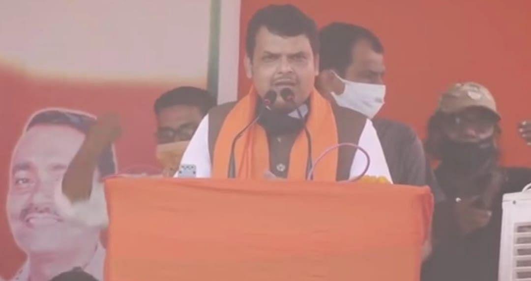 Bihar Chunav 2020: मुंगेर में तेजस्वी पर बरसे फडणवीस, कहा- एक तरफ नीतीश इंजीनियर तो दूसरी तरफ नवमी फेल नेता प्रतिपक्ष
