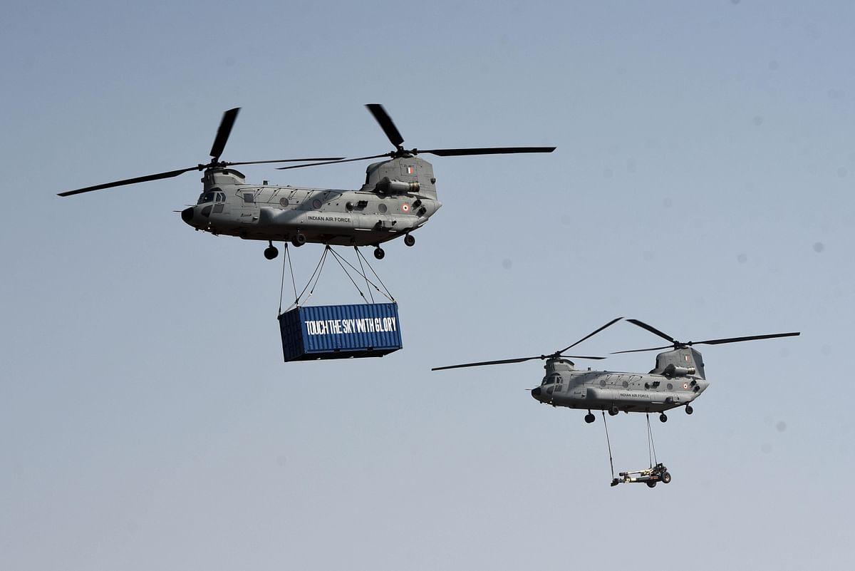अपाचे हेलिकॉप्टर और सी-130जे सुपर हरक्यूलिस परिवहन विमान भी इस समारोह का हिस्सा रहे
