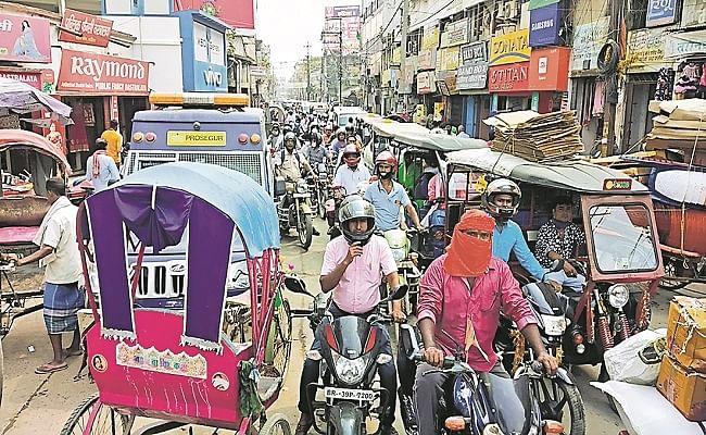 Bihar Assembly Election 2020: नियमों को ताक पर रखकर नामांकन के लिए उमड़ी भीड़, जाम के कारण थमा शहर