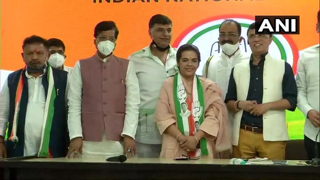 Bihar Election 2020 News: शरद यादव की बेटी ने थामा कांग्रेस का हाथ, बिहार की इस सीट पर लड़ेंगी चुनाव