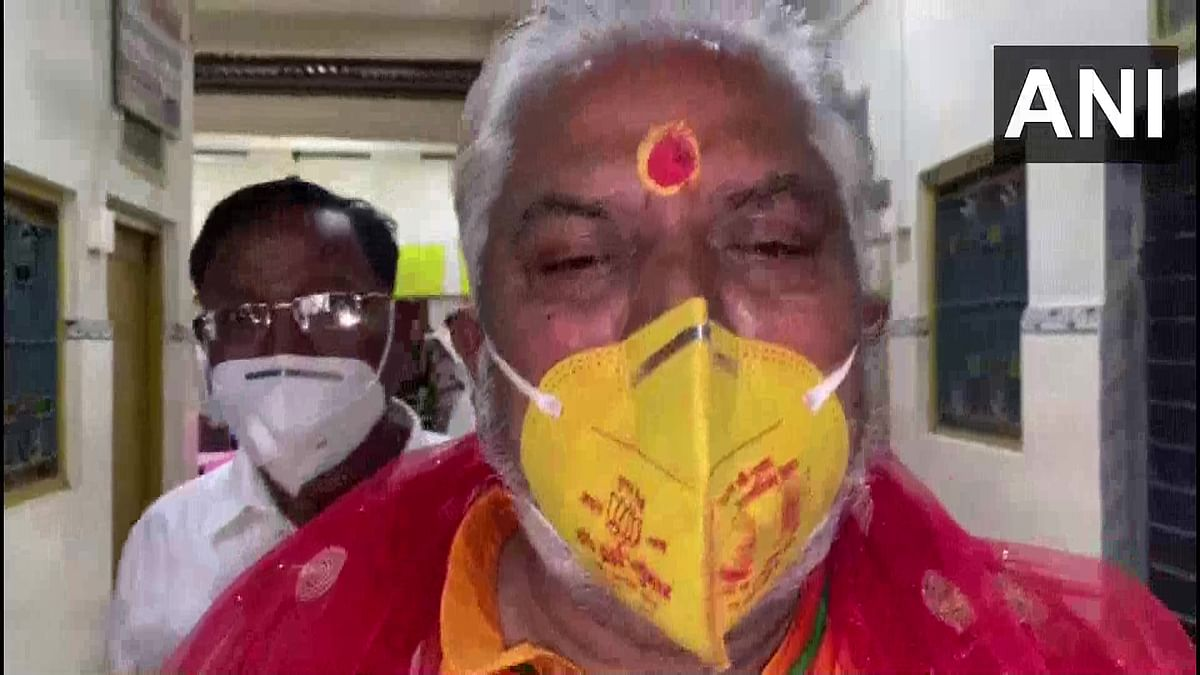 Gaya Bihar Election 1st Phase Voting : भाजपा प्रत्याशी सह कृषि मंत्री पर केस दर्ज करने का आदेश, पार्टी निशान वाले मास्क पहन पहुंचे थे वोट देने