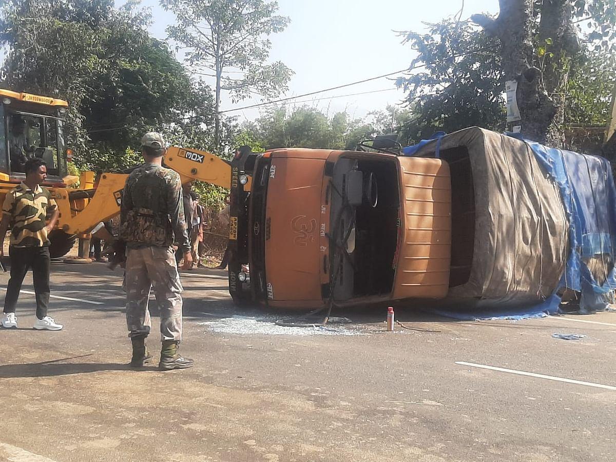 झारखंड में सड़क हादसे में सीआरपीएफ के 10 जवान घायल, अस्पताल में भर्ती