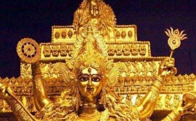 Shardiya Navratri 2020: 25 किलो स्वर्ण आभूषणों से सजीं हैं मां दुर्गा की प्रतिमा, जानिए क्या है इसकी खासियत