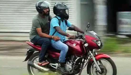 New Traffic Rule : बिना हेलमेट के पकड़े गए, तो सस्पेंड हो जाएगा ड्राइविंग लाइसेंस; कहां का नियम है यह?