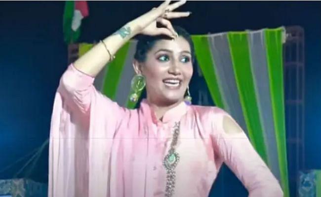 सपना चौधरी की 'चुनड़ी जयपुर से मंगवाई' ने मचाई धूम, पिंक सूट में ढाया कहर, देखें ये धमाकेदार डांस VIDEO