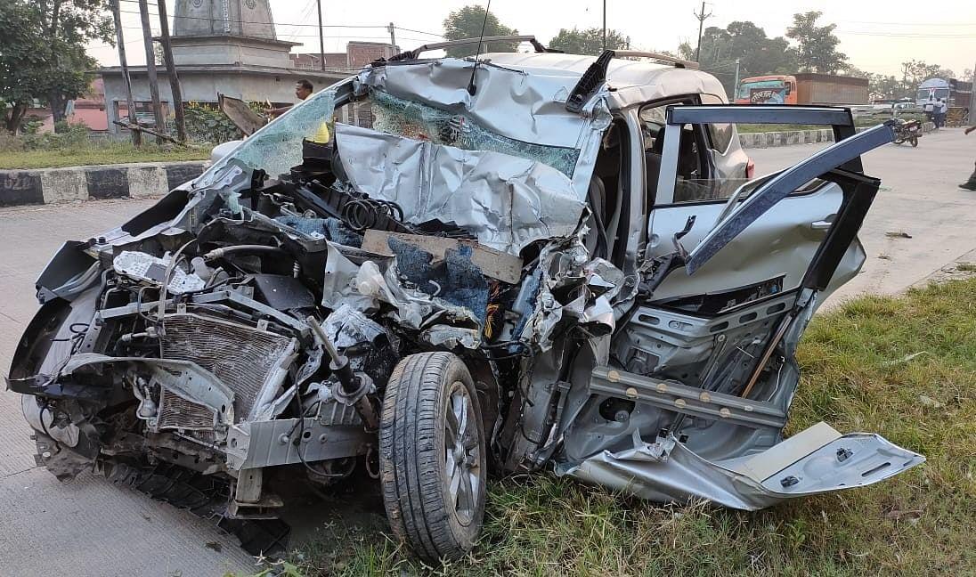औरंगाबाद से आसनसोल जा रही कार की टिंबर ट्रक से टक्कर, मां-बेटे की मौत, तीन की हालत गंभीर