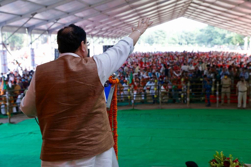 बिहार विधानसभा चुनाव 2020 के लिए अपने प्रत्याशियों के लिए प्रचार करने मगध की धरती गया पहुंचे बाजपा अध्यक्ष जेपी नड्डा ने विपक्षियों पर जमकर निशाना साधा. गांधी मैदान में हुई उनकी रैली में उनके निशाने पर विशेषकर वो लोग थे जो जेपी के आंदोलन से निकले और नेता बन गए.
