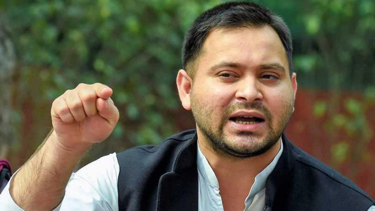 Munger Violence मामले में तेजस्वी ने नीतीश और सुशील मोदी को घेरा, कहा- 'ये जनरल डायर की सरकार'