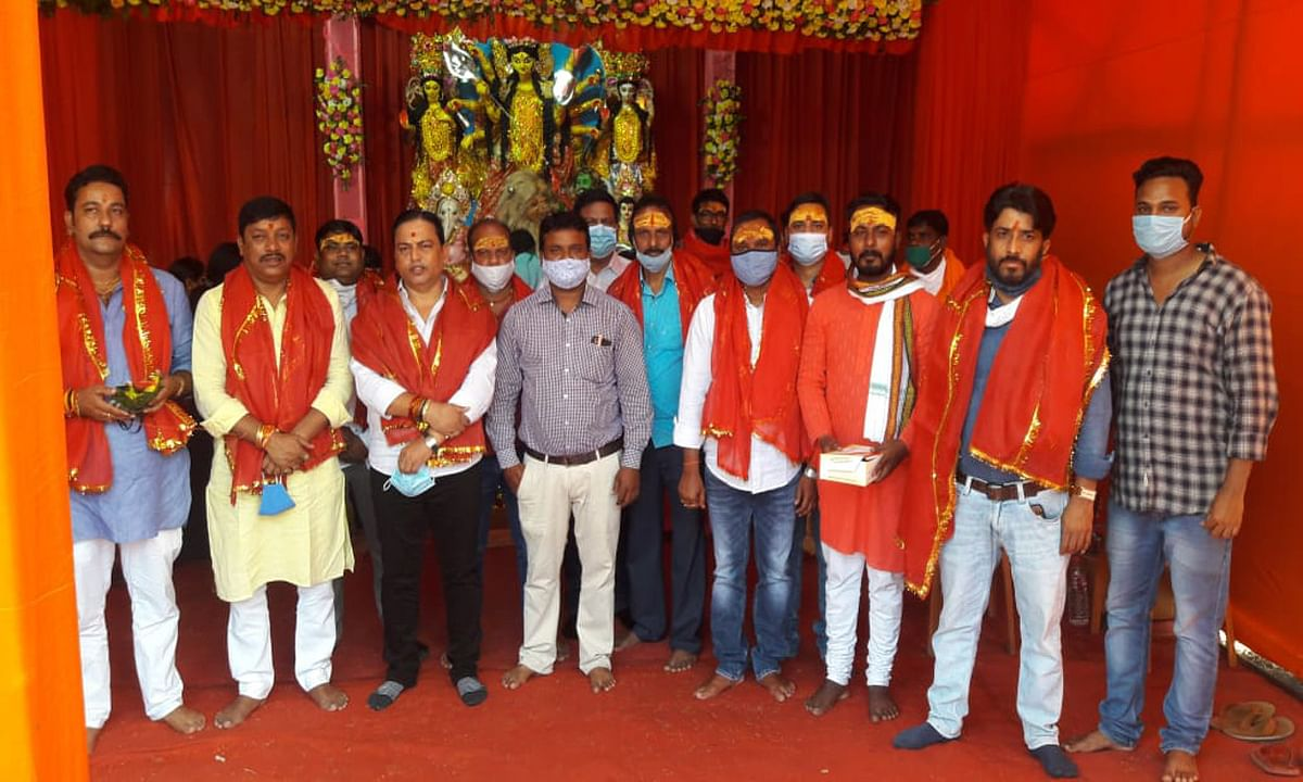 Jharkhand news : चंद्रशेखर आजाद दुर्गा पूजा समिति पूजा पंडाल का हुआ उद्घाटन. इस अवसर पर समिति के संरक्षक समेत सभी समिति सदस्य रहे उपस्थित.