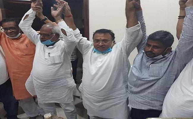 Bihar Election 2020: भागलपुर के पूर्व मेयर ने चुनाव नहीं लड़ने का लिया फैसला, एनडीए प्रत्याशी के समर्थन में अपना नामांकन लेंगे वापस