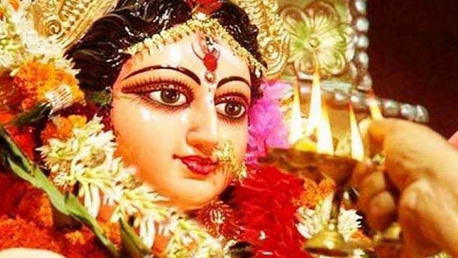 Chaitra Navratri 2021 के दौरान पढ़ें ये Durga Chalisa Aarti, घर आएगी सुख-समृद्धि, शत्रुओं का होगा नाश