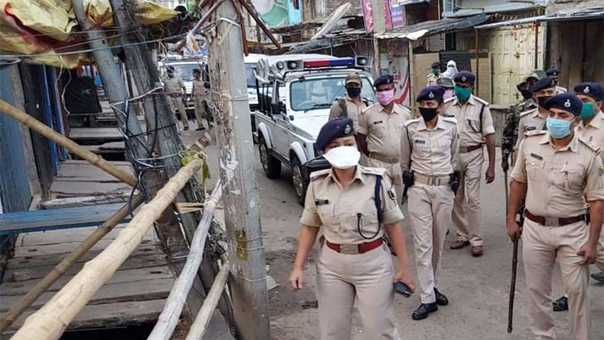 Bihar News: मुंगेर में चुनाव से एक दिन पहले बवाल, मूर्ति विसर्जन के दौरान पथराव व फायरिंग, एक की मौत, 6 को लगी गोली