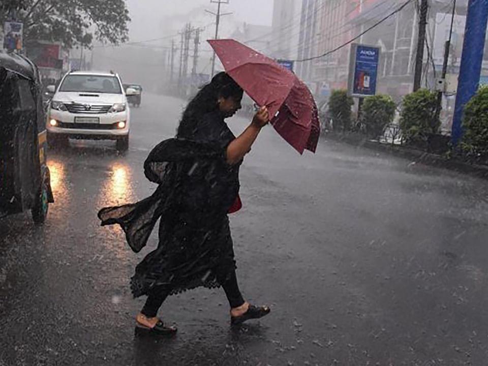 Bihar Weather Forecast : बिहार में अगले तीन दिनों तक रहेगा सुहाना मौसम, तेज हवा और बारिश ने दी गरमी से राहत