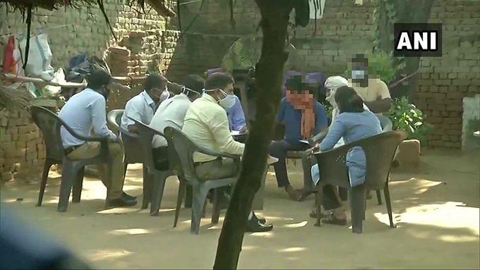 Hathras gangrape updates : पीड़ित परिवार को धमकाने के आरोप में अब DM पर गिरेगी गाज ? वीडियो वायरल