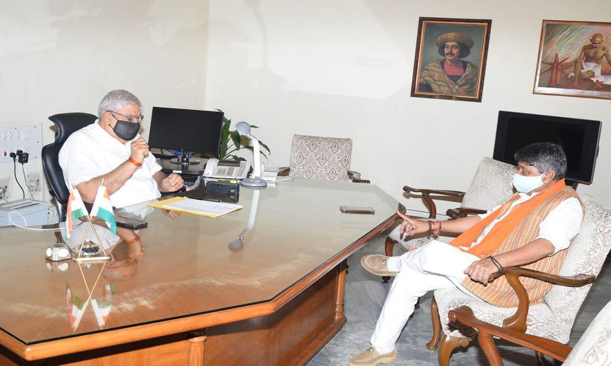 बीजेपी नेता हत्या मामले में राज्यपाल से मिले विजयवर्गीय, गृह मंत्री अमित शाह को भी दी जानकारी