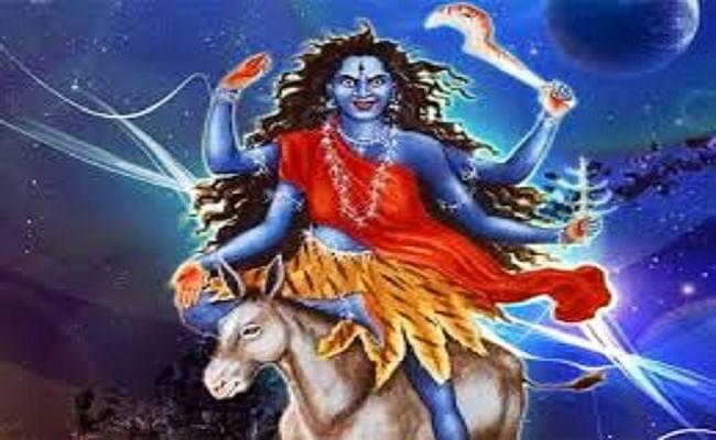 Navratri Saptami Puja Vidhi: महासप्तमी पर आज रात साढ़े 11 बजे से होगी कालरात्रि पूजा, जानिए दुर्गा मंदिरों में होगी पूजा और भक्तों के प्रवेश पर रहेगी रोक...