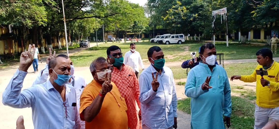बेरमो में भाजपा प्रत्याशी योगेश्वर महतो बाटुल ने किया नामांकन, हेमंत सोरेन पर बरसे एनडीए के नेता