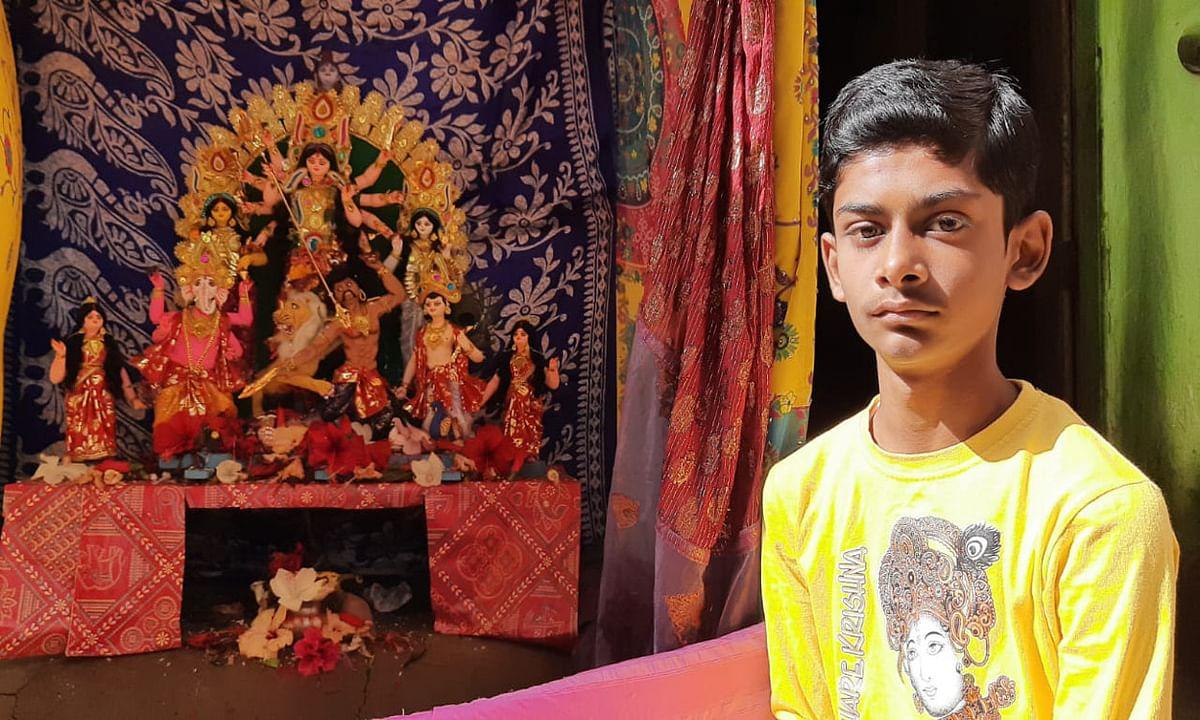 14 वर्षीय गोकुल के हाथों में है जादू, 29 अक्टूबर को इसकी बनायी प्रतिमा का होगा विसर्जन