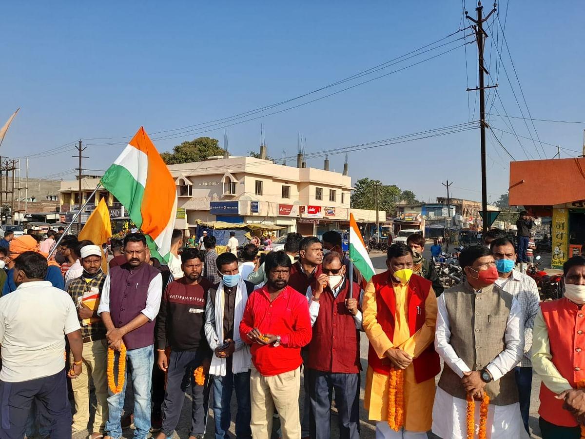 लद्दाख में शहीद झारखंड के अभिषेक कुमार साहू को रांचीवासियों ने ऐसे दी श्रद्धांजलि, अंत्येष्टि आज