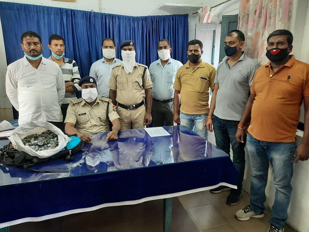 गंगा-सतलज एक्सप्रेस से लाखों रुपये के कीमती ब्लू स्टोन के साथ दो गिरफ्तार