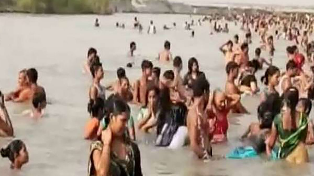 Sharad Purnima 2020: आसमान से रात भर हुई अमृत वर्षा, आज गंगा तटों पर स्नान के लिए उमड़ी भीड़