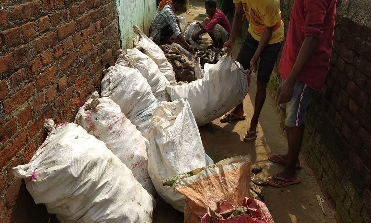 मेघातरी दिबौर में जमीन के अंदर छुपा कर रखी अवैध शराब की बड़ी खेप बरामद, बिहार भेजने की थी योजना