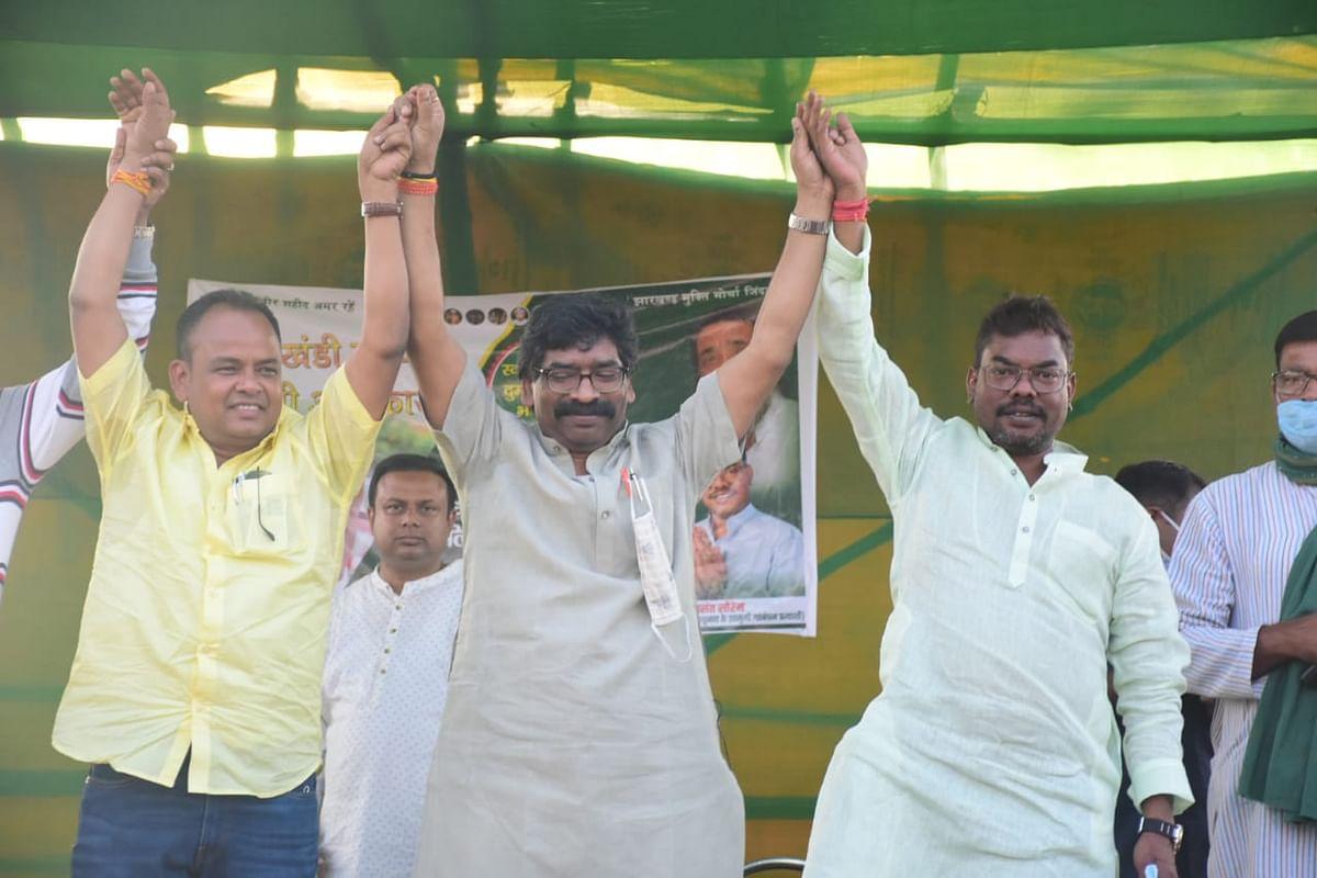 दुमका विधानसभा क्षेत्र में कई जनसभाओं को मुख्यमंत्री हेमंत सोरेन ने किया संबोधित.