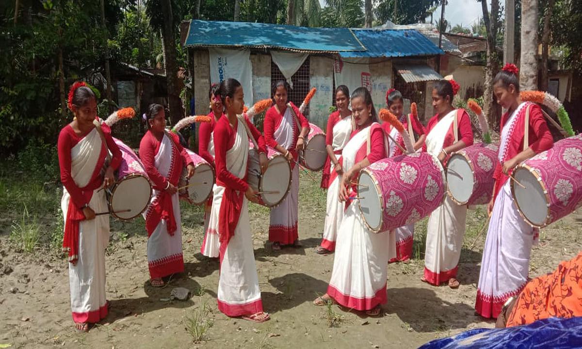 Durga Puja 2020 : पूजा पंडालों में महिला ढाकियों की बढ़ी मांग, ढाकियों की है अपनी वेबसाइट