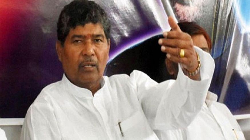 Bihar Election 2020 से पहले पासवान परिवार में शुरू हुआ राजनीतिक कलह ? Chirag  के चाचा पारस ने पहले कहा  नीतीश विकास पुरूष, फिर मारी पलटी