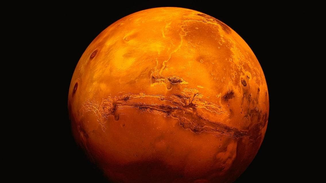 आज रात ज्यादा चमकीला और बड़ा दिखेगा मंगल ग्रह, जानें वजह और मान्यता क्या है