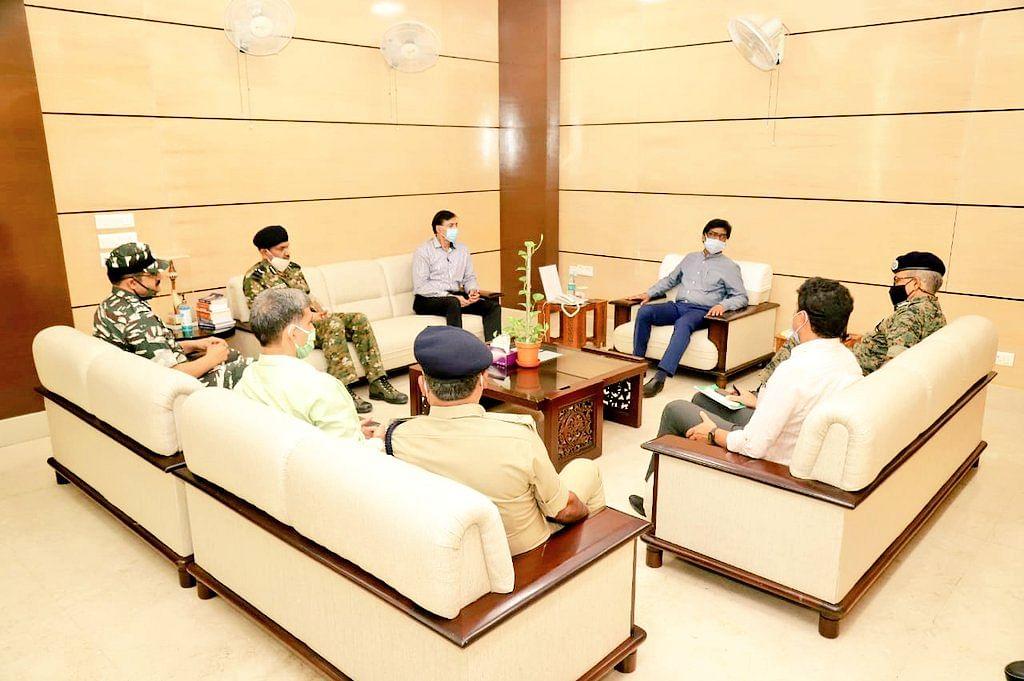 बिहार विधानसभा चुनाव से पहले झारखंड के मुख्यमंत्री हेमंत सोरेन से मिले गृह मंत्रालय के सुरक्षा सलाहकार