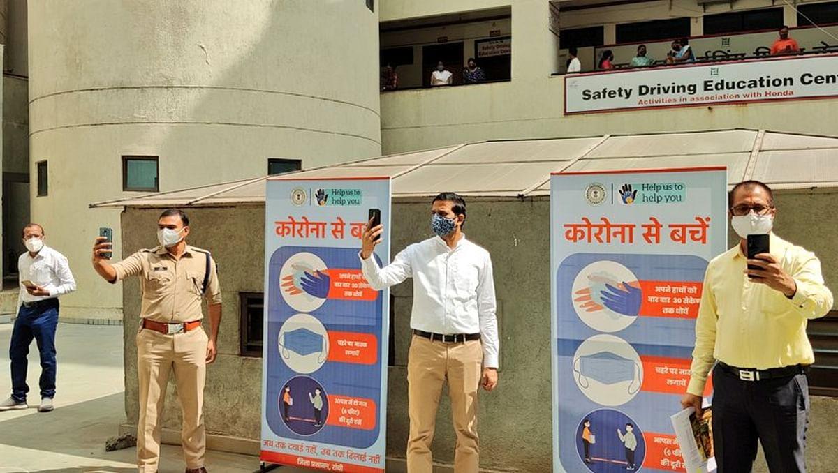 Selfie Hour : एक घंटा में 2.5 लाख से अधिक लोगों ने मास्क के साथ ली सेल्फी, रांची प्रशासन की अनूठी पहल #RanchiWithMask