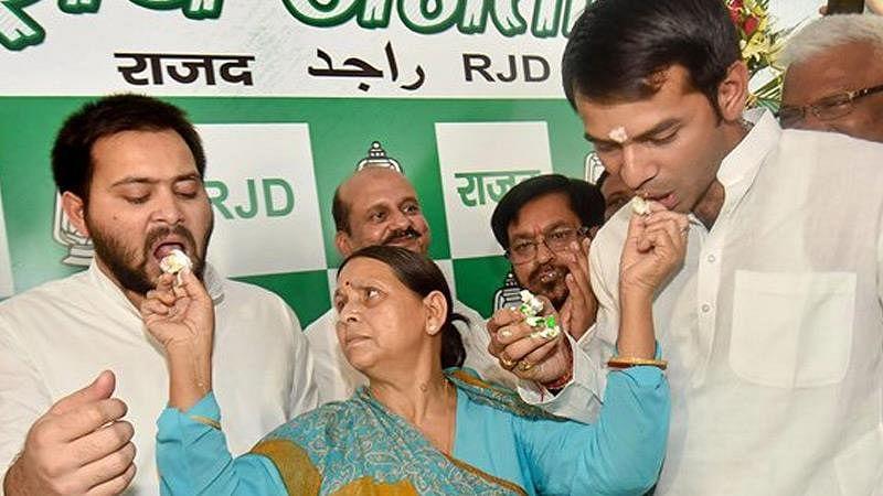 Bihar Election 2020: आज RJD के लिए महा'मंगल', तेज प्रताप के नामांकन के बाद तेजस्वी यादव भरेंगे चुनावी हुंकार