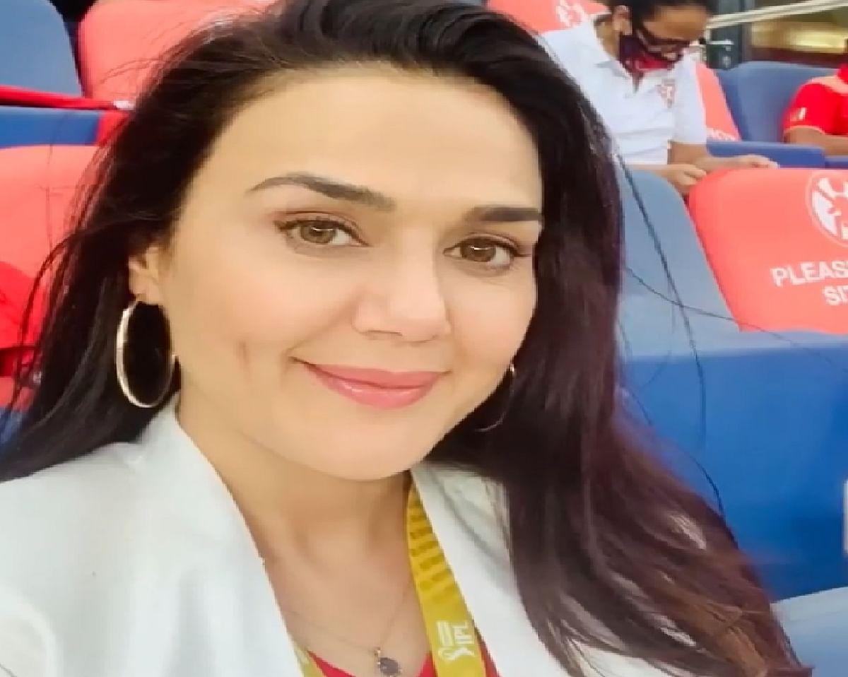 IPL 2020 : पंजाब की सुपर जीत के बाद ऐसे स्टेडियम में झूम उठीं प्रीति जिंटा, वीडियो वायरल