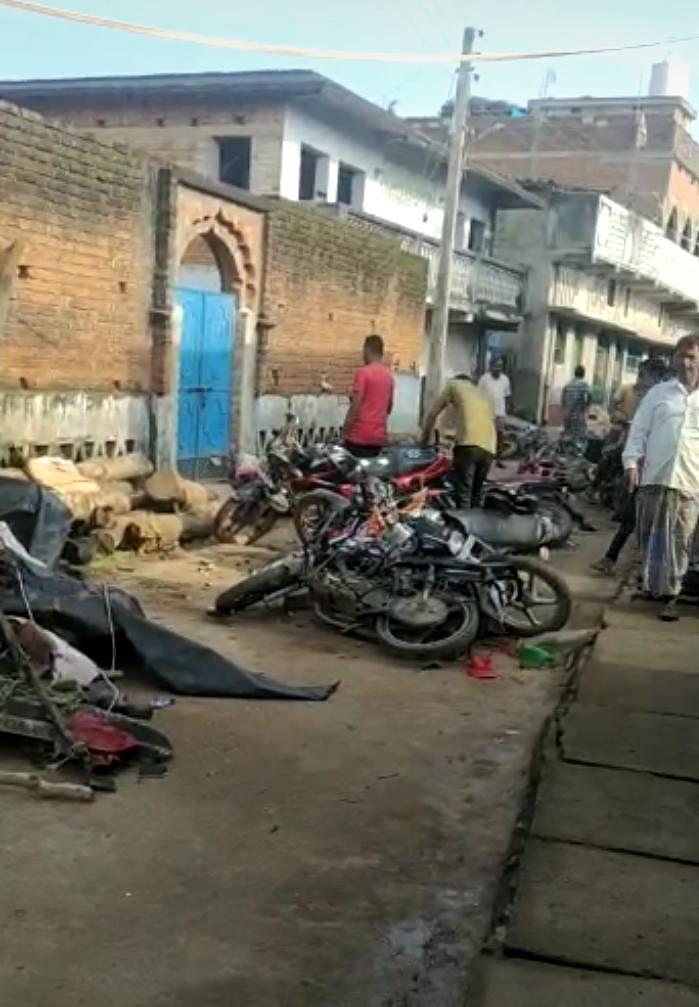 झारखंड में दो गुट आमने-सामने, पथराव और तोड़फोड़, बंधक बनाये गये 11 लोग मुक्त, स्थिति नियंत्रित