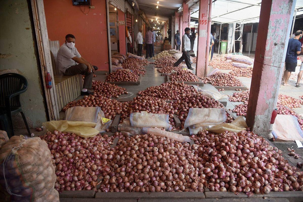 Onion Price : आसमान में पहुंच गये दाम ! जानें प्याज अब कब सस्ता होगा