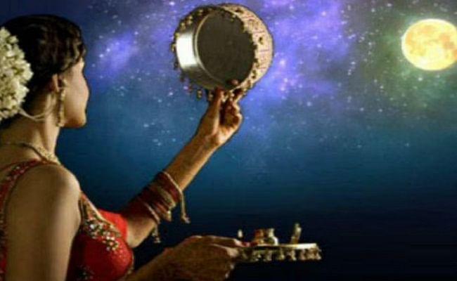 Karwa Chauth 2020: आज है करवा चौथ, यहां जानें शुभ मुहूर्त, पूजा विधि, कथा और इस व्रत से जुड़ी पूरी डिटेल्स...