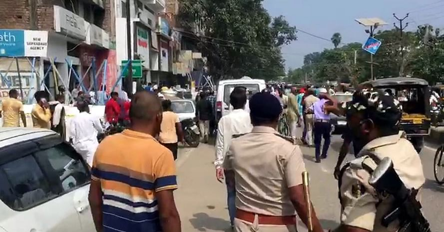 Bihar Election 2020: नामांकन के दौरान हंगामा, पुलिस ने लाठीचार्ज कर समर्थकों को खदेड़ा