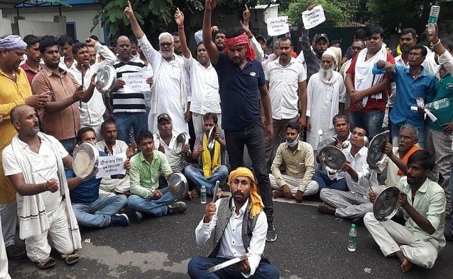 बिहार चुनाव : पालीगंज सीट माले को दिये जाने का विरोध, आरजेडी कार्यकर्ताओं का राबड़ी आवास के बाहर हंगामा, तेजप्रताप के खिलाफ नारेबाजी