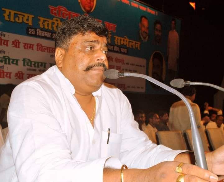 Ram Vilas Paswan Death News : केंद्रीय मंत्री राम विलास पासवान का पार्थिव शरीर पहुंचा पटना, एयरपोर्ट के बाहर बेटी-दामाद ने क्यों किया हंगामा