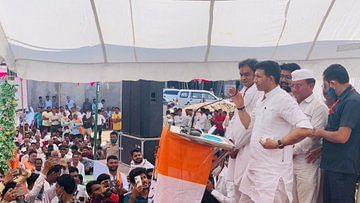 Madhya Pradesh by Election 2020 : अब पूर्व मंत्री जीतू पटवारी ने शिवराज सिंह को बताया कमलनाथ के पैरों की धूल