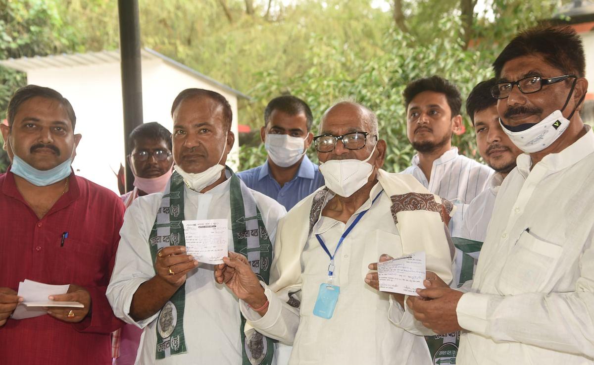 Bihar Election 2020: लालू की पार्टी को बड़ा झटका, विधायक और पूर्व केंद्रीय मंत्री JDU में शामिल, तेजस्वी पर लगाए गंभीर आरोप