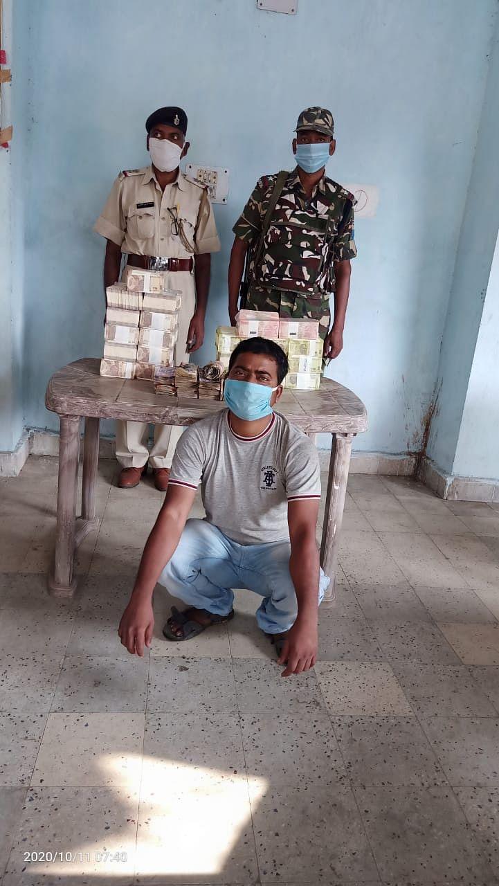 धनबाद से सासाराम जा रही बस से आठ लाख रुपये बरामद, एक गिरफ्तार
