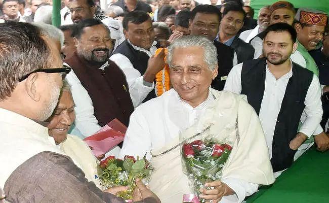 Bihar Election 2020: बिहार का ऐसा नेता जिसने बेटे को चुनाव में हरा कर दिया था पार्टी का साथ, इस बार जिताना चुनौती