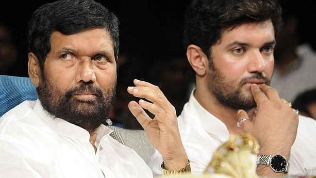 'पापा की राजनीतिक हत्या का कई बार हुआ प्रयास', JDU और चाचा पारस पर पत्र के जरिये बरसे चिराग