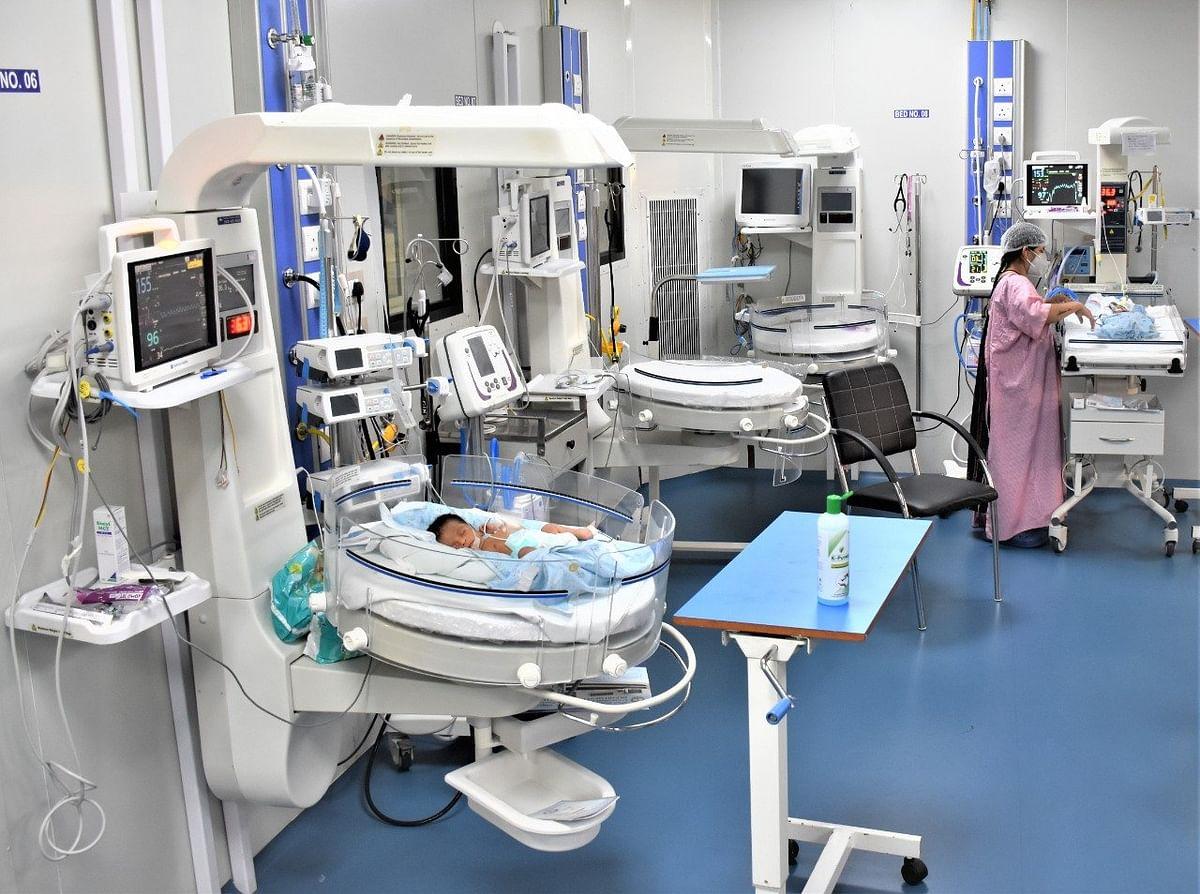 रायपुर AIIMS में COVID19 की मरीज ने दिया तीन बच्चों को जन्म, सभी स्वस्थ देखें तसवीर