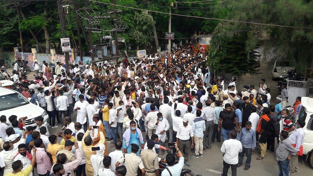 कार्यकर्ताओं की भीड़