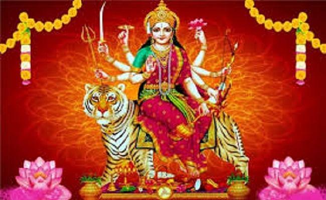 Navratri 2020: नवरात्रि में घर पर लगाए मां दुर्गा की ऐसी तस्वीर, जानिए क्या है इसके पीछे की वजह...