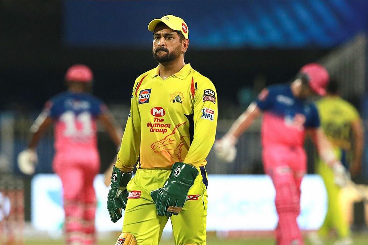 IPL 2021, CSK vs DC: दिल्ली कैपिटल्स से मिली हार के बाद Dhoni को एक और झटका,  IPL गवर्निंग काउंसिल ने लगाया 12 लाख का जुर्माना