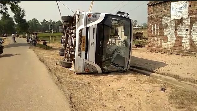 Bihar Election 2020: इलेक्शन ड्यूटी पर जा रहे सैप जवानों की बस पलटी, कई  घायल, चालक फरार